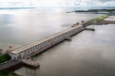 water dam costs increase yacyreta_dam